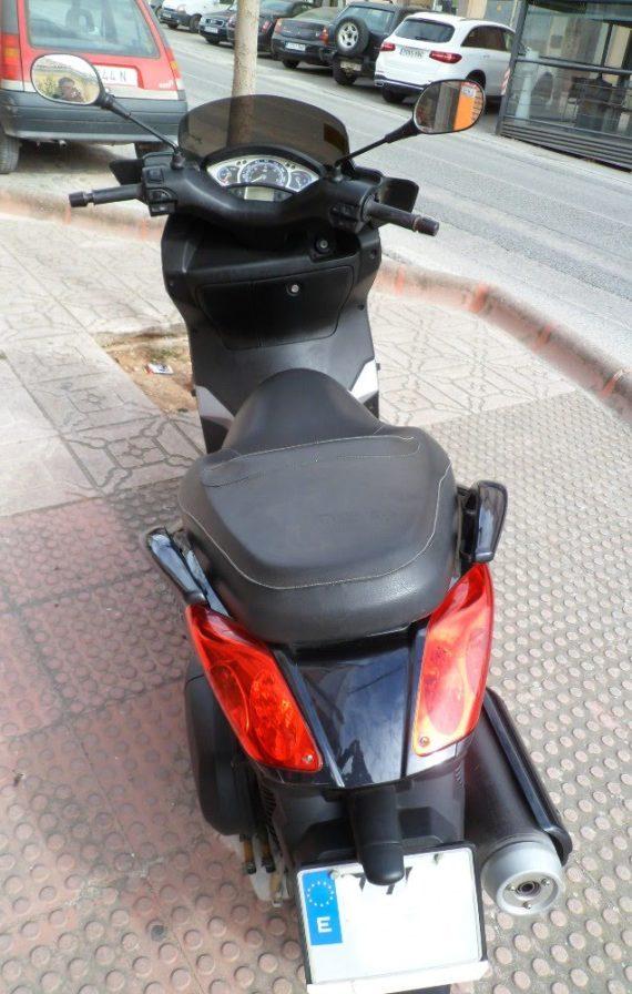 Yamaha Xmax250 (4)