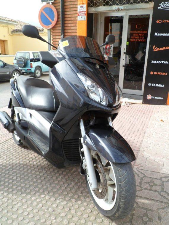 Yamaha Xmax250 (7)