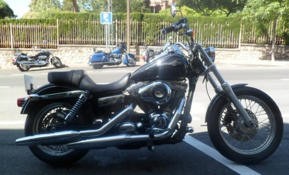 HD DYNA SUPER GLIDE 2011 (2)